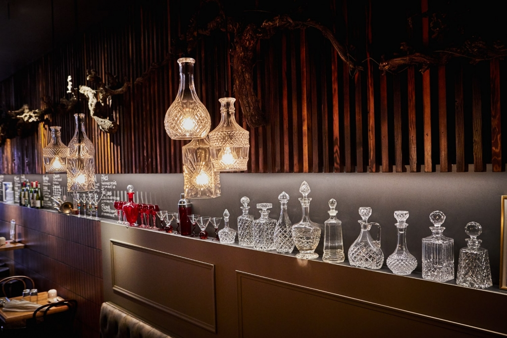 Feast Wine Bar lights